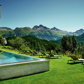Luxushotel: Outdoor Pool - Kulm Hotel St. Moritz